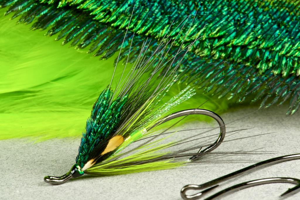 Salmon /& Salt Flies Spirit River Fluorescent Green Spey Hackle for Steelhead